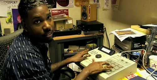 FACT TV: FunkinEven plays the 'Phoneline' beat live on MPC