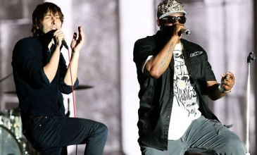 Coachella 2013 in video: R Kelly performs 'Ignition (Remix)' with Phoenix, Earl Sweatshirt plays with Flying Lotus, The xx recruit Solange