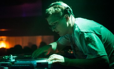 Floating Points captures spy movie chic with the ambitious 11-minute epic &#8216;Wires&#8217;