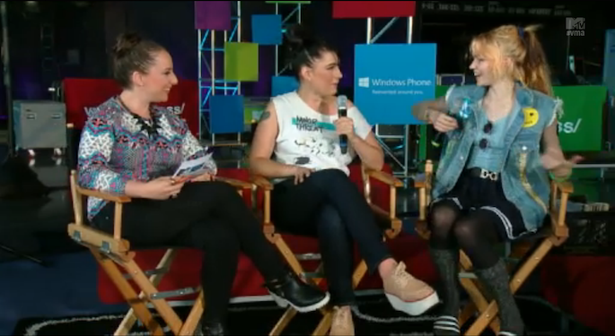 Talking Heads: Grimes and Kathleen Hanna discuss feminism at the VMAs