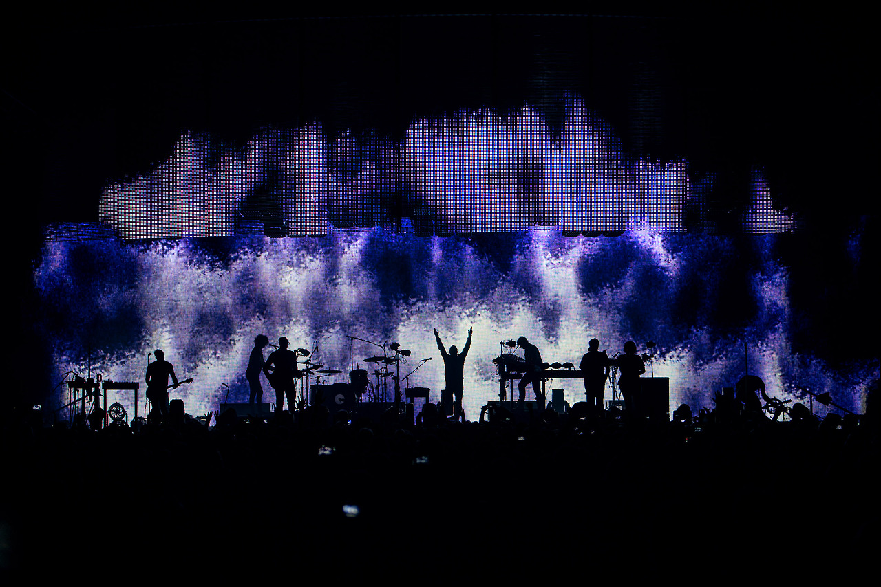 Check out these photos of Nine Inch Nails\' astounding tour visuals ...