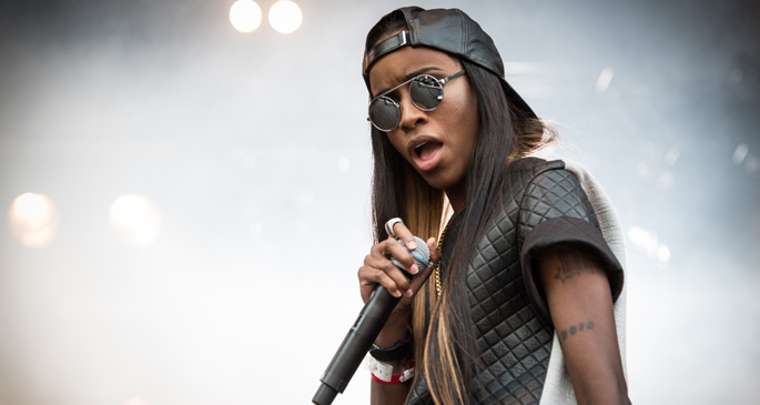 Angel Haze's <i>Dirty Gold</i> sells 857 copies in the UK, hasn't charted in the US