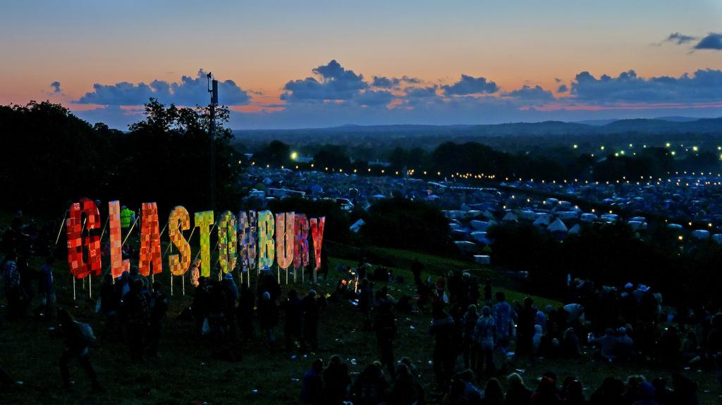 Glastonbury_Festival_2011.jpg (1024×575)