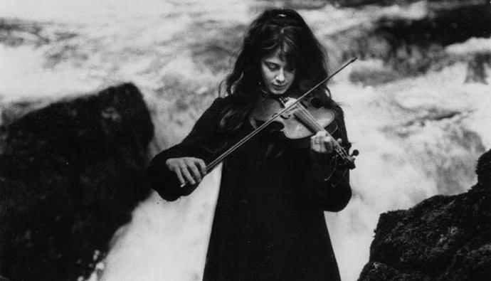 Vashti Bunyan Unveils Across The Water From New Album