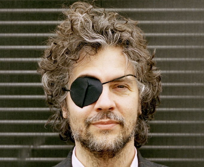 Listen to Wayne Coyne's ridiculous radio play