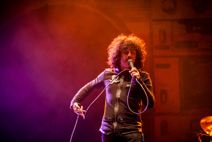 "The Mars Volta's Cedric Bixler-Zavala confirms solo LP of ""AM radio love songs"""