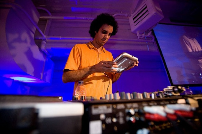 Download a two-hour mix by Four Tet made entirely of unofficial edits and mixes