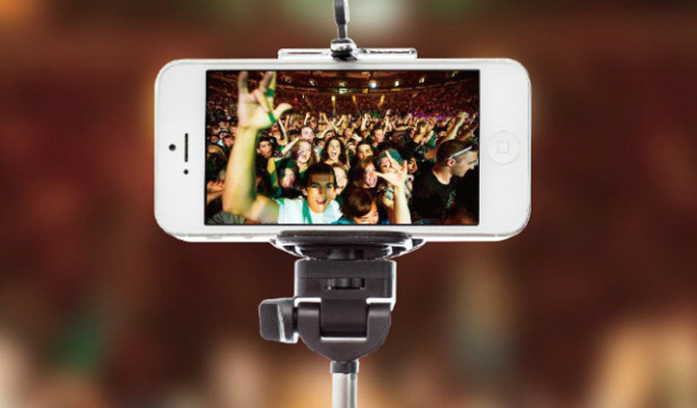 Selfie sticks banned by several US festivals
