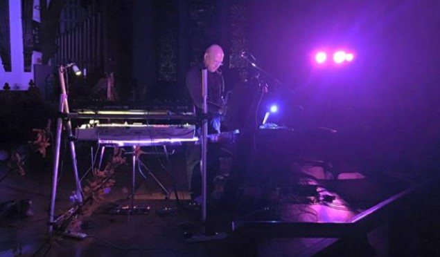 Watch Robert Rich perform 'The Other Side of Twilight' in a planetarium