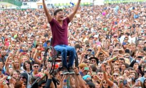That viral photo from Glastonbury isn't what you think it is