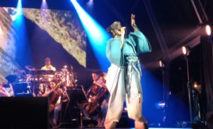 Watch Björk perform a violin-heavy version of 'Come To Me'