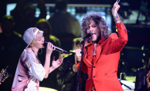 Miley Cyrus and The Flaming Lips to play naked concert