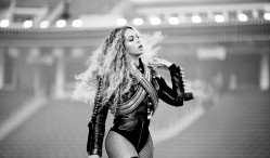 Beyoncé debuts Lemonade songs, pays tribute to Prince as world tour begins