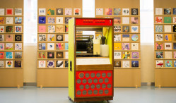 This vintage jukebox plays vinyl and streams music wirelessly