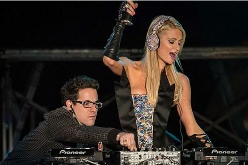Watch Paris Hilton's debut DJ set