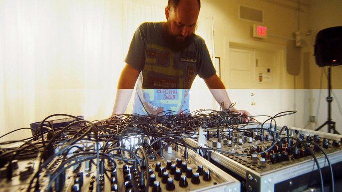 Keith Fullerton Whitman announces split LP with experimental artist Floris Vanhoof