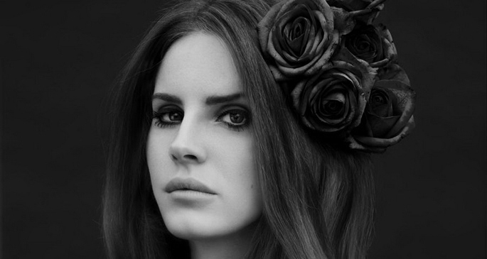 lana del rey takes a dip into the vhs era with new video