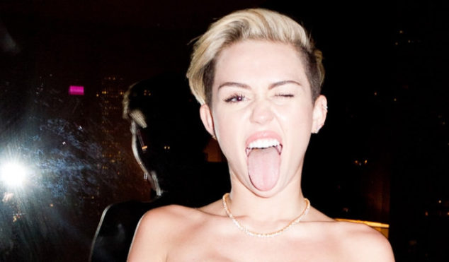 MTV EMAs 2013: Miley Cyrus tributes Tupac and Biggie, takes a selfie in the shower, performs 'We Can't Stop' with a dwarf