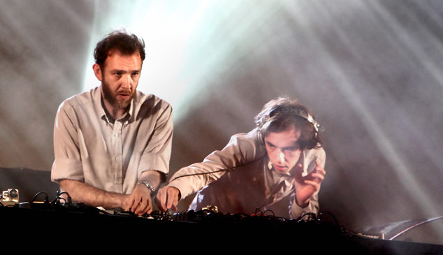 Redlight, 2manyDJs, DJ EZ and more wage W.A.R! on Ibiza