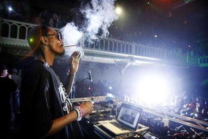 Snoop Dogg to tour UK clubs as DJ Snoopadelic