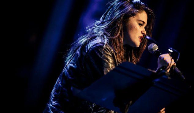 Watch Sky Ferreira cover 'Blue Velvet' at David Lynch fundraiser