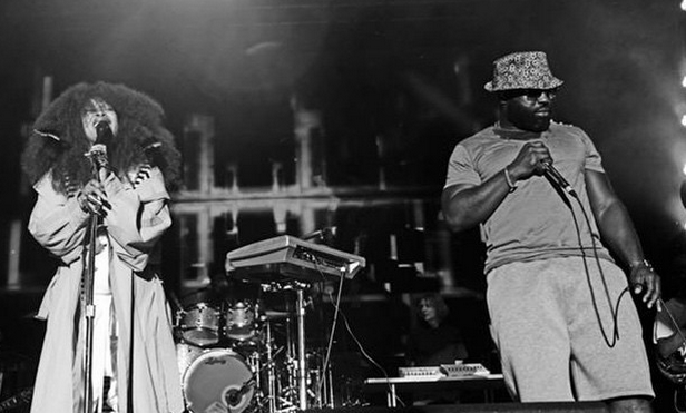 Watch Erykah Badu and The Roots perform a hip-hop tribute medley