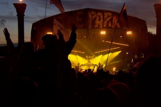 """Watch Jamie xx play 'I Know There's Gonna Be (Good Times)"""" at Glastonbury"""