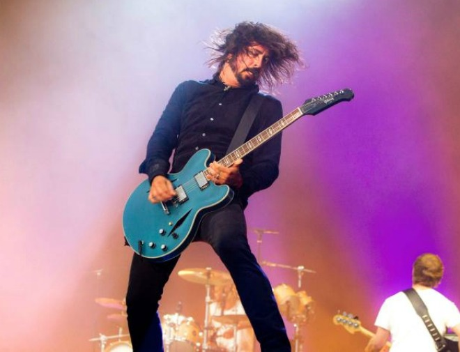 """Washington City Paper refuses to sign """"exploitative"""" photography contract for Foo Fighters gig"""
