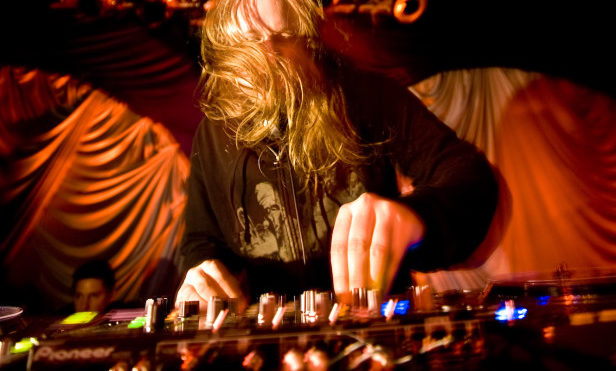 "Venetian Snares is in ""very serious financial trouble"" and needs fans' help"