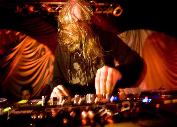 Venetian Snares announces Traditional Synthesizer Music LP