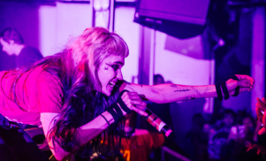 """Grimes asks Dublin venue not to fire sound engineers after on-stage """"electrocution"""""""