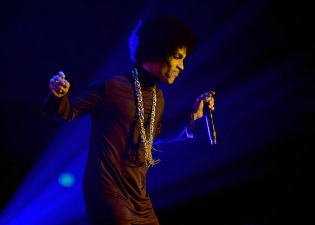 """Prince covered David Bowie's """"Heroes"""" at his final gig"""