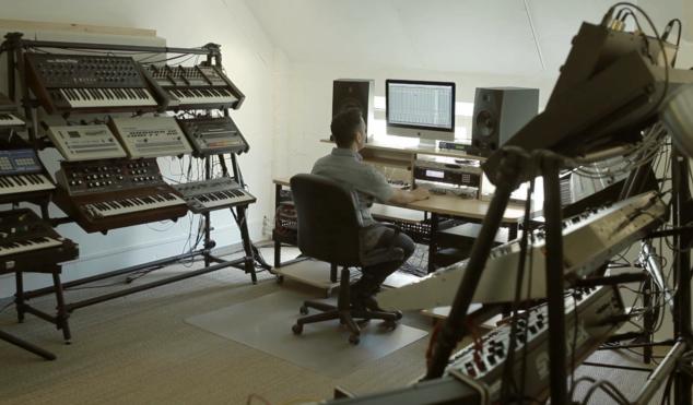 Inside Vintage Synthesizer Studio: Handwerk Audio