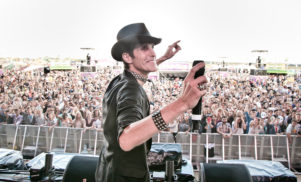 """Lollapalooza founder Perry Farrell admits EDM makes him """"want to vomit"""""""