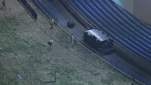 Tens of fans injured as rail collapses during a Snoop Dogg and Wiz Khalifa show in New Jersey