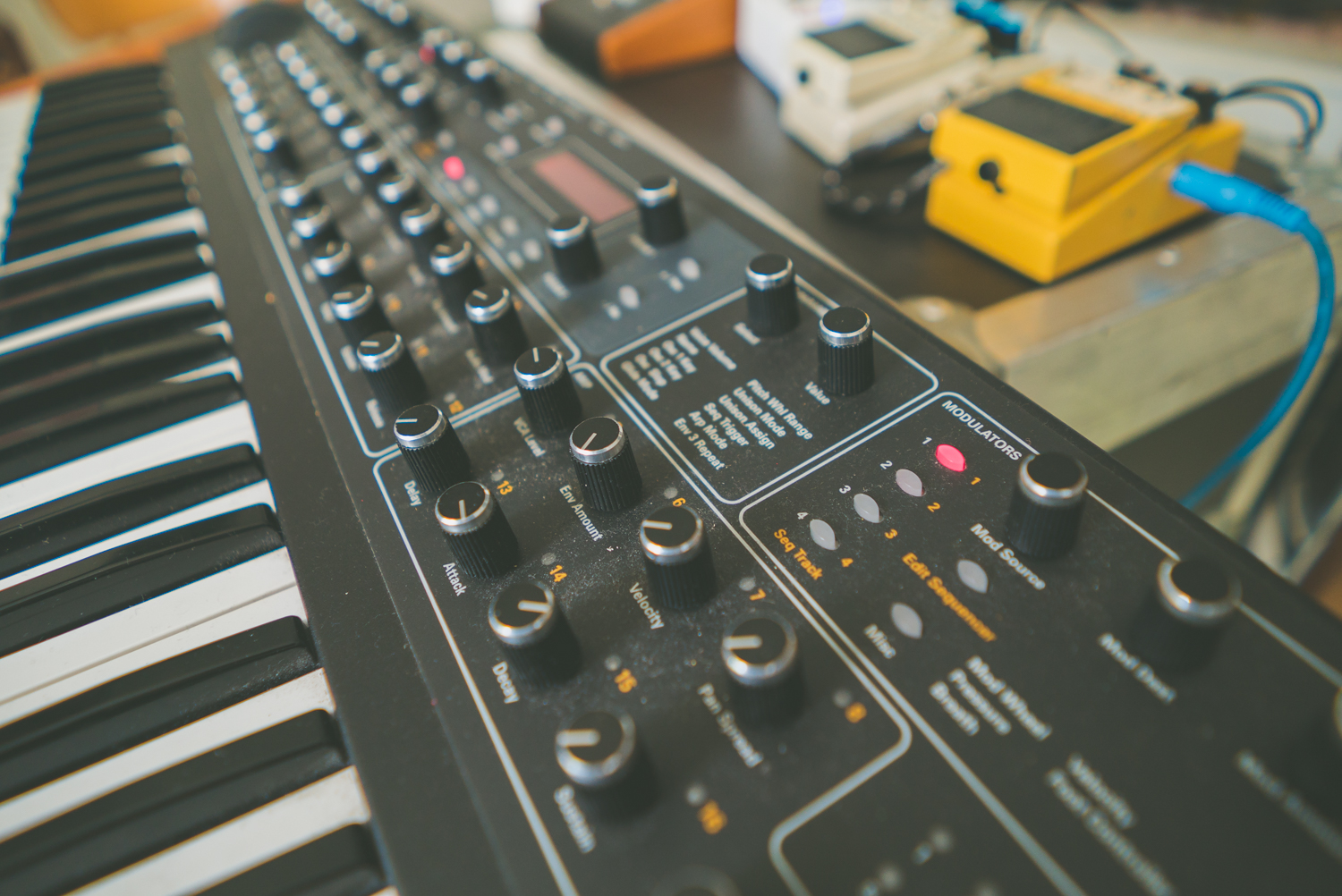 rival-consoles-by-pawel-ptak-08