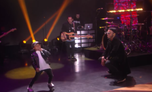 Watch Anderson .Paak perform 'Am I Wrong' and dance with his son on Ellen
