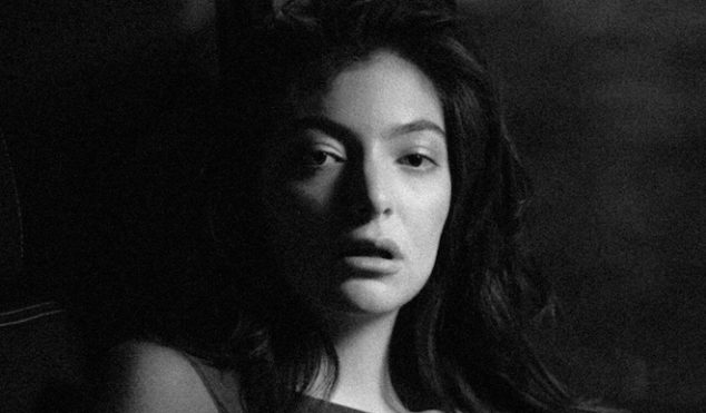 """Lorde unveils """"little glimpses"""" of new track 'Green Light' with street displays in New Zealand"""