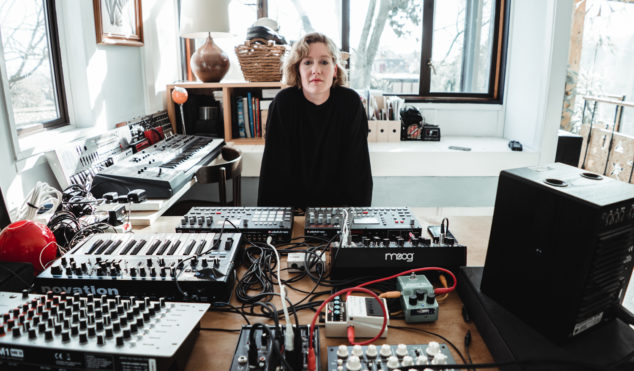 Karen Gwyer – Against The Clock