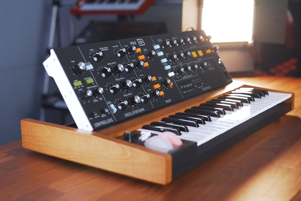 Behringer Unveils Polyphonic Keyboard Clone Of Moog S Model D Synth Poly d from behringer is based on their own model d, which in turn is based on moog's minimoog model d, but expanded in quite a few ways. behringer unveils polyphonic keyboard